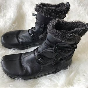 Earth Black leather winter boots